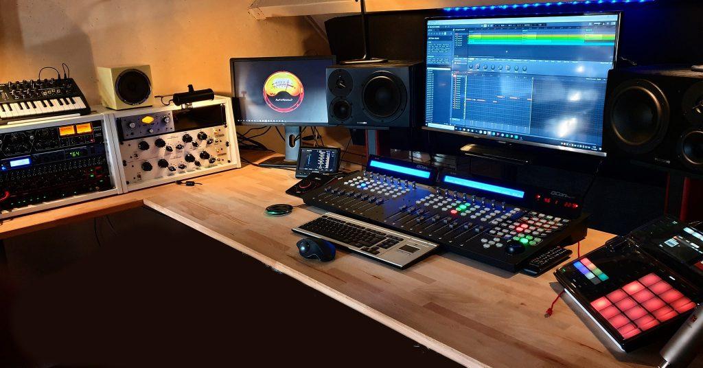 De geluidsstudio voor IVR stem opnames en nabewerking